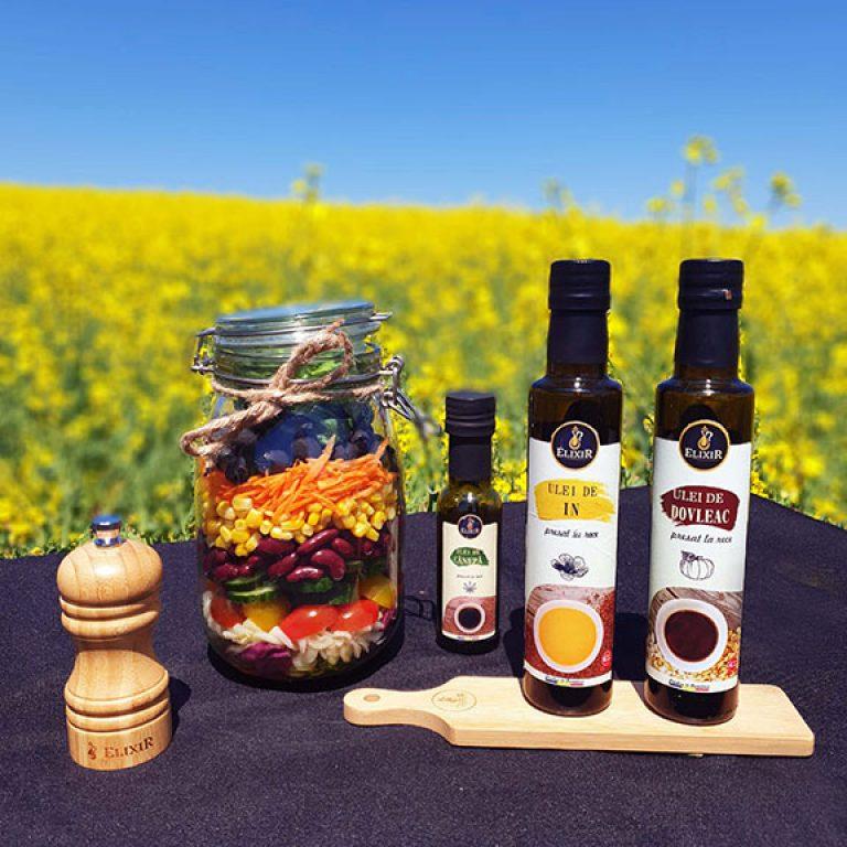 Salată la borcan cu dressing din mix de 3 uleiuri Elixir (ulei de dovleac, ulei de in și ulei de cânepă)